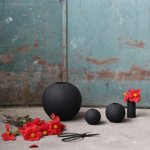 Ball Vase Black L-7235